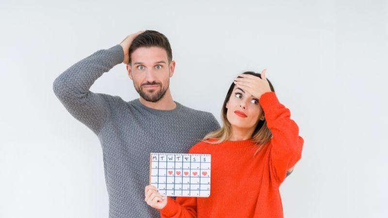 生理のスケジュールと悩むカップル